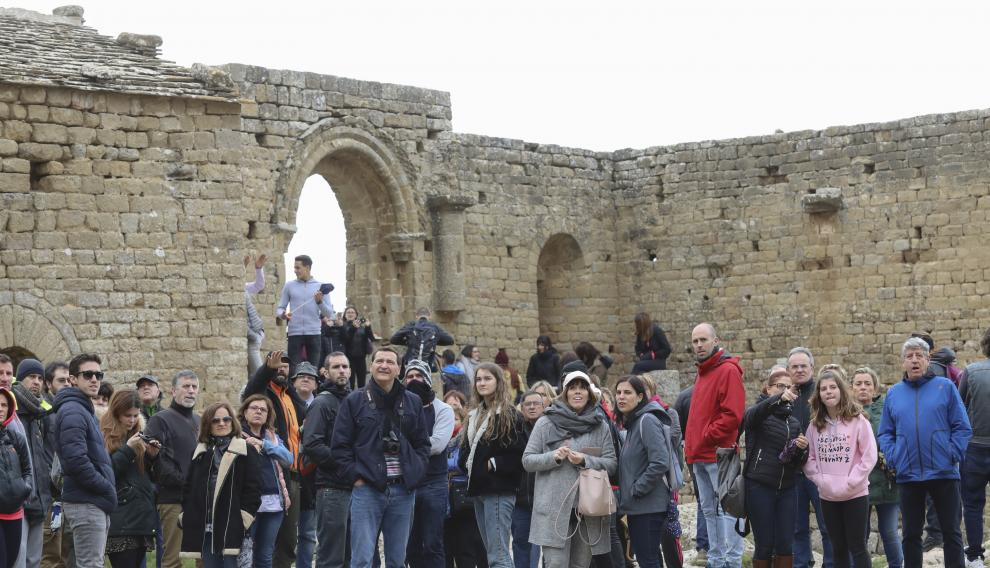 Turistas en el Castillo de Loarre por Samana Santa / 18-4-19 / Foto Rafael Gobantes [[[FOTOGRAFOS]]]
