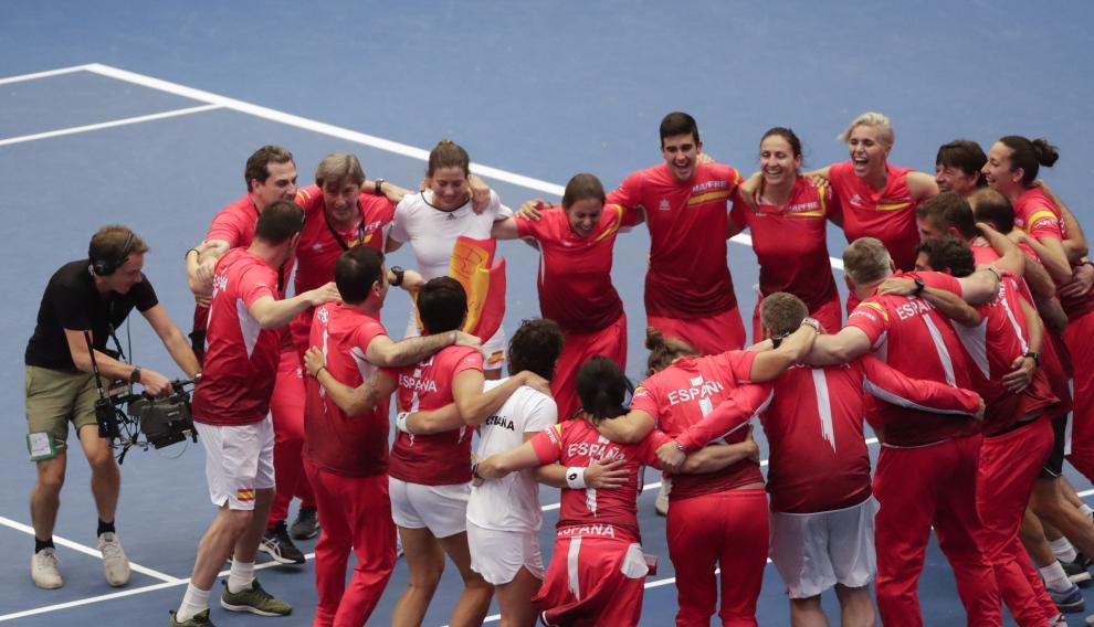 El equipo español celebra su victoria.