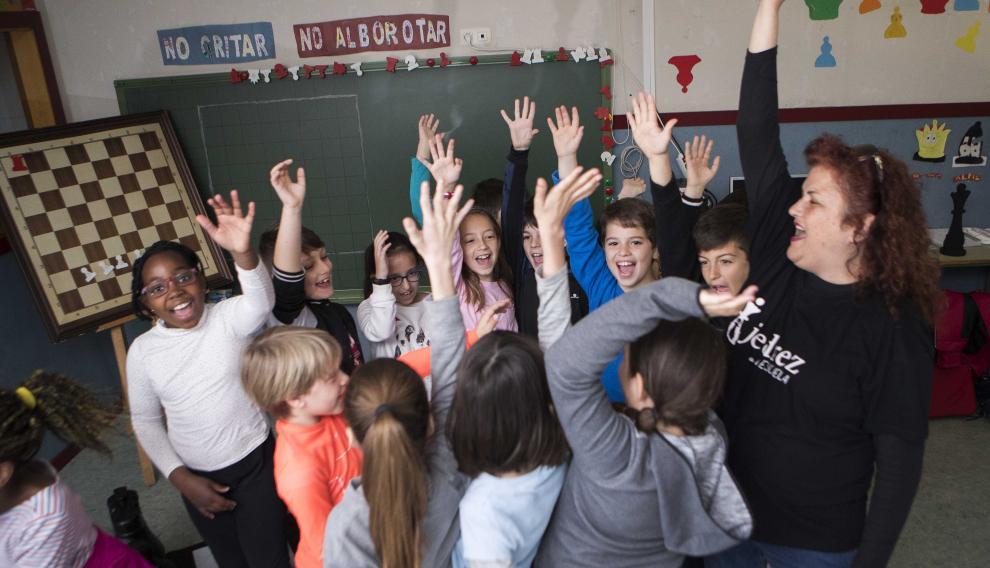 """El grito e guerra con el que Miriam y sus alumnos terminan cada sesión de ajedrez educativo: """"¡1,2,3. Ajedrez!"""""""
