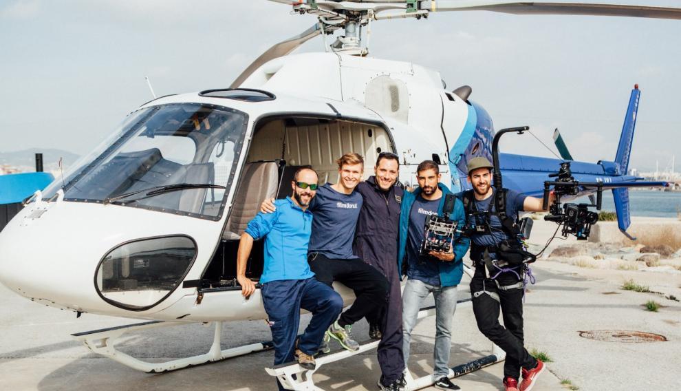 Lucas Sáez con su equipo de Pyrene Media, productora audiovisual del Pirineo