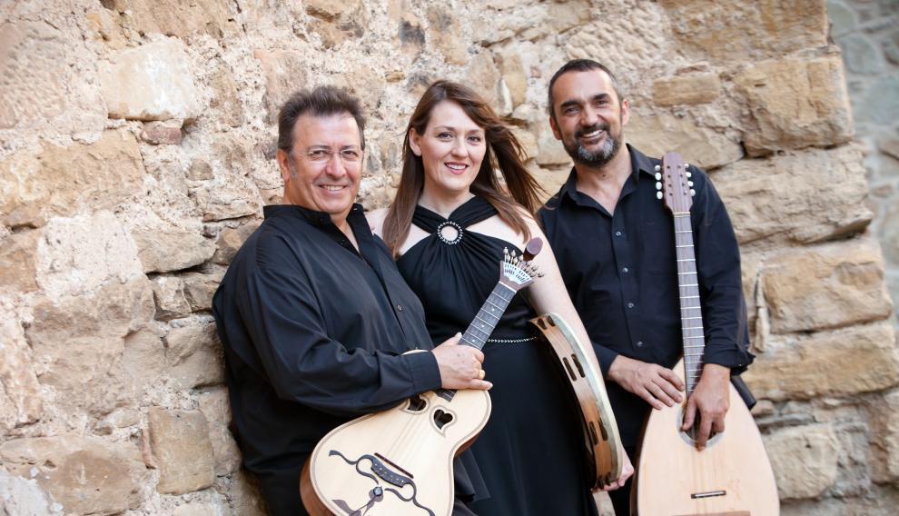Luis Delgado, María José Hernández y Joaquín Pardinilla, los componentes del grupo 'Momento Vivere'.