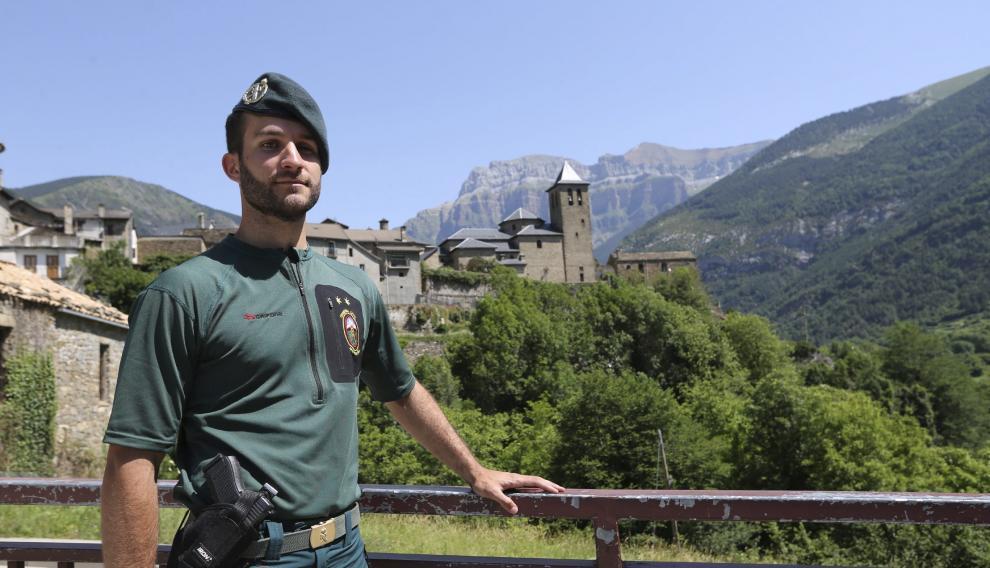 El teniente Santiago Gómez, jefe del Greim en Aragón y Navarra.
