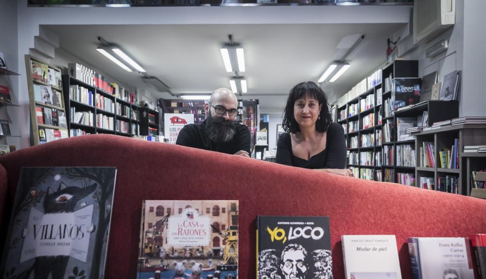 Eva Cosculluela, crítica literaria, con su compañero Félix González.