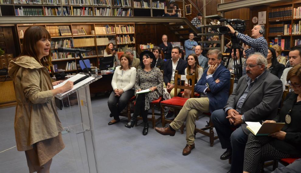 María Ángeles Naval coordina un gran congreso sobre la novela en España.
