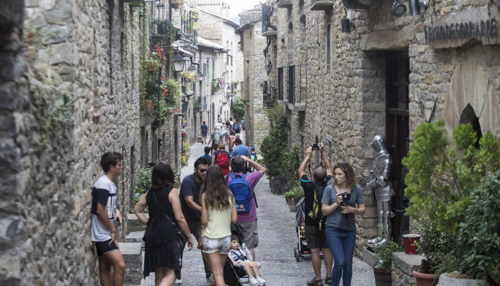 Los turistas extranjeros valoran la riqueza del patrimonio histórico y cultural español.