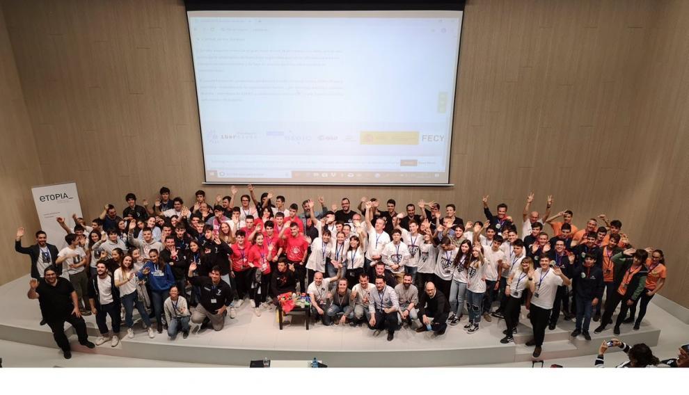 Foto de familia de los participantes de Cansat 2019
