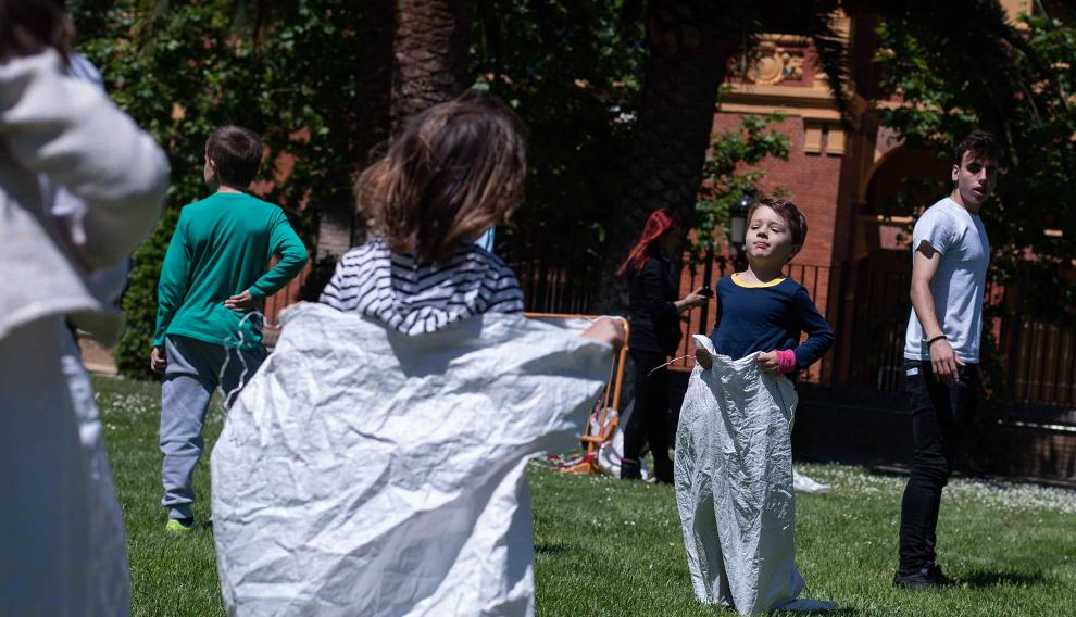 Una de las actividades fue la de las carreras de sacos.