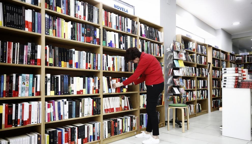 La novela y la literatura infantil y juvenil dominan en la planta calle de la nueva librería Central