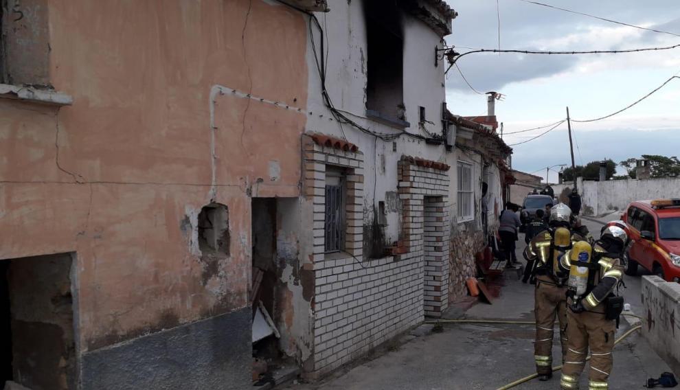 Los Bomberos de la Diputación de Zaragoza han acudido a sofocar el fuego.