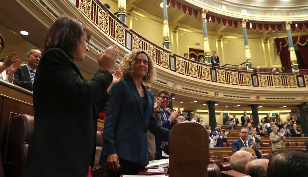 Meritxell Batet recibe un aplauso de la Cámara