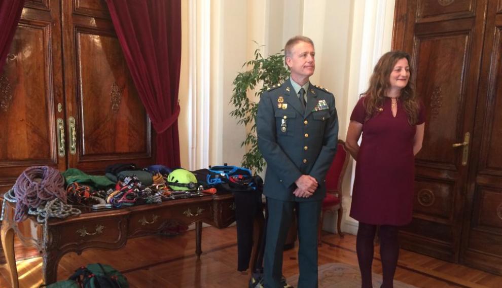 El teniente coronel de la Guardia Civil y la subdelegada del Gobierno en la presentación del balance de rescates de invierno.