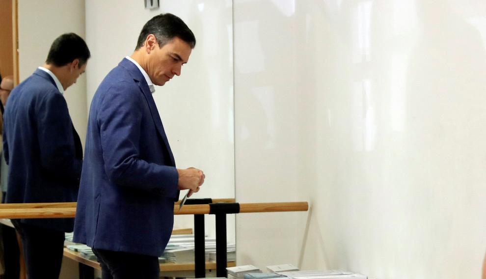 Pedro Sánchez vota en Pozuelo de Alarcón.
