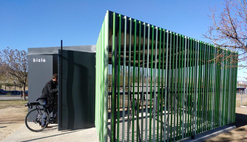 Este sistema de módulos, que puede albergar de 10 a 100 bicicletas, se va a implementar por todas las piezas que conformen a futuro la red de aparcamientos urbanos desarrollada por el Consorcio Transportes Zaragoza.