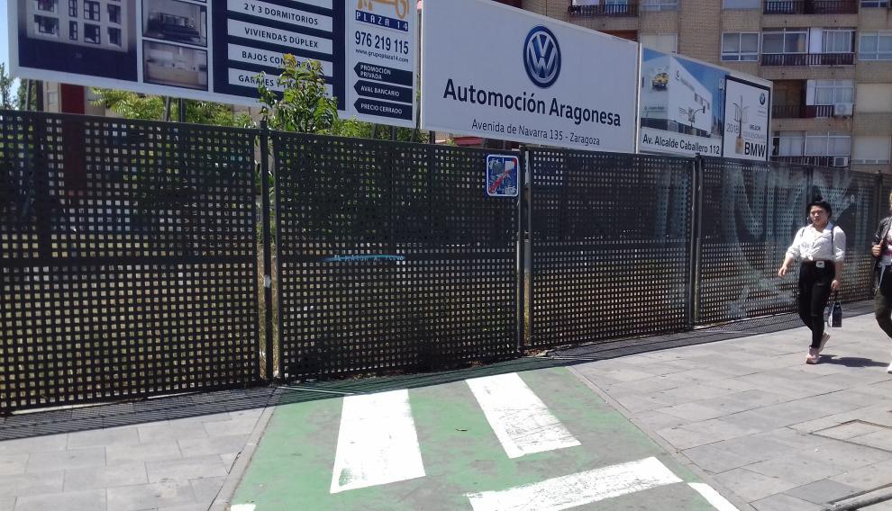 Final contra una valla del carril bici de la rotonda de la Ciudadanía.