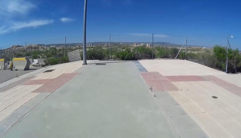 Final del carril bici de la avenida de Súper Mario Bros, en Arcosur.