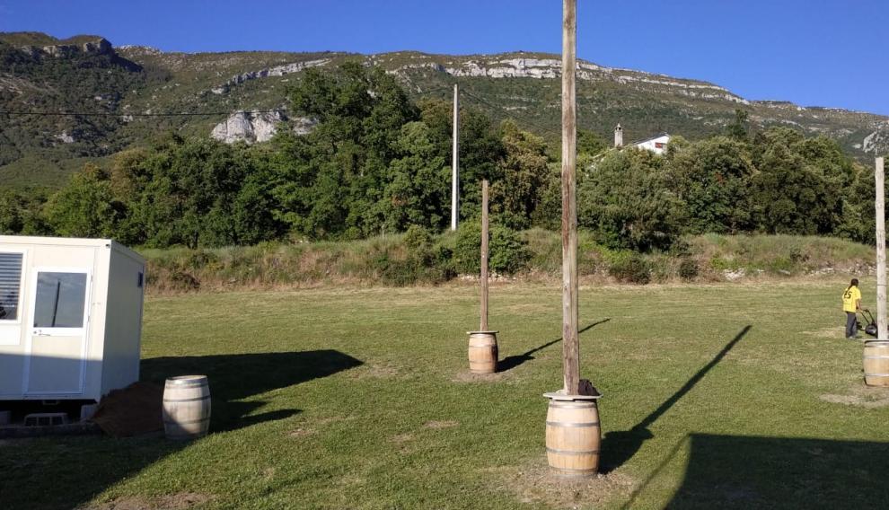 Una imagen de los preparativos este viernes del festival Rondadora, en La Cabezonada.