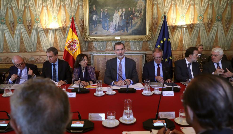 Felipe VI, junto a Margarita Robles y José Guirao, en la reunión del Patronato del Real Instituto Elcano.