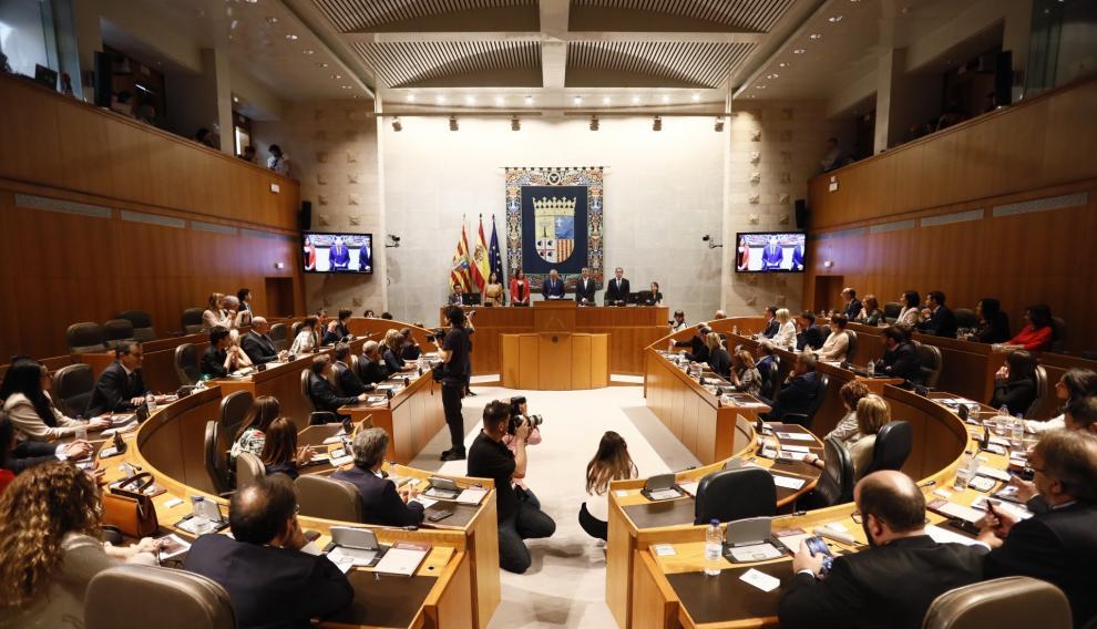 Imágenes de la sesión de constitución de las Cortes de Aragón