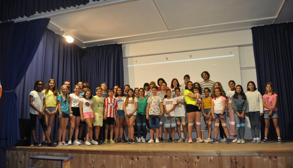 Alumnos, maestros y padres y madres protagonistas asistieron al acto de presentación del film, en el IES Matarraña de Valderrobres