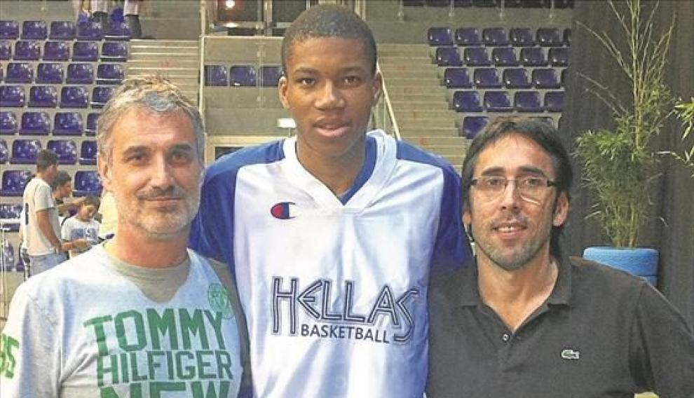 José Luis Abós, Giannis Antetokounmpo y Willy Villar.