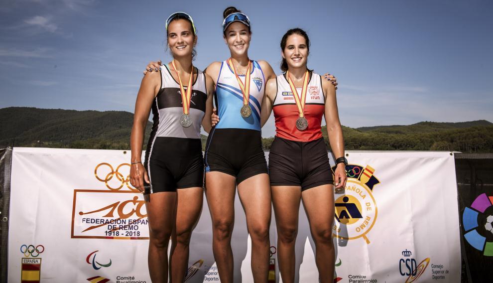 Podio sub-23. Esther Briz (CN Helios) se llevó el oro y compartió el podio con Victoria Cid (CN Amposta), plata, y Aitzpea González (SD Santiagotarrak)