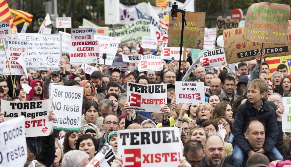 'Teruel Existe' lideró la manifestación de la 'España vaciada'.