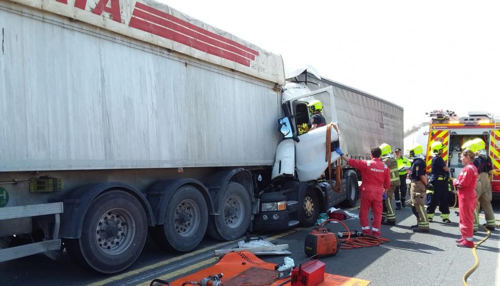 La colisión ha ocurrido a la altura de Pedrola, en sentido Zaragoza.