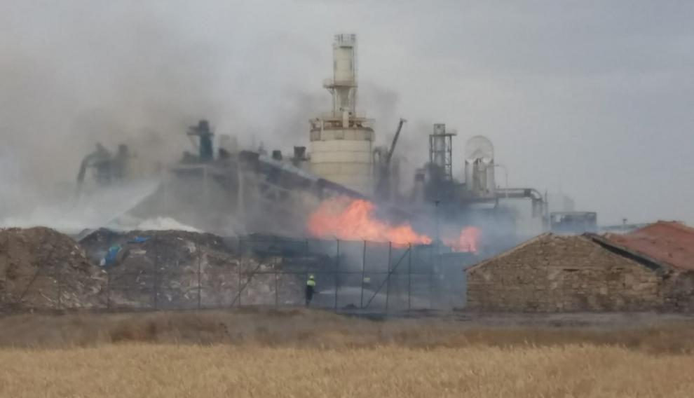 Incendio en una fábrica de Cella.