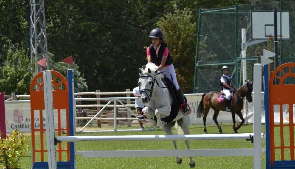 Carolina Crespo, la amazona del Pony Club que ganó dos medallas individuales y también en la prueba por equipos