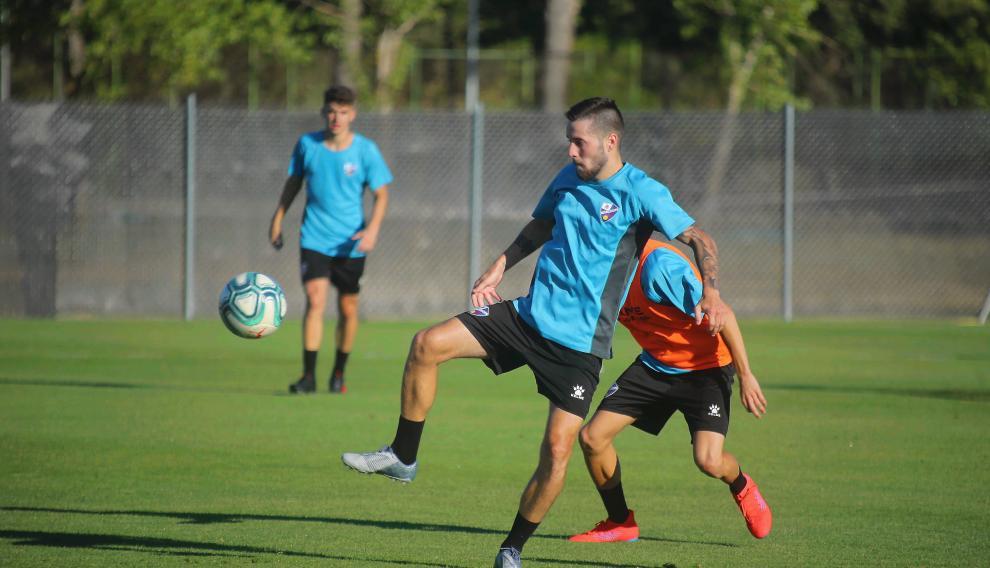 Miguelón ha realizado este jueves por la tarde su primer entrenamiento con la SD Huesca.