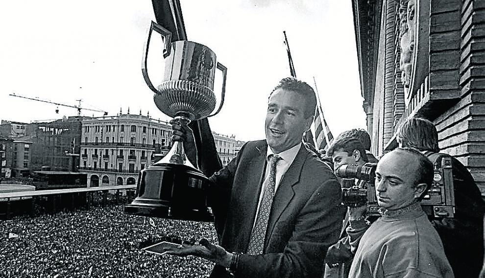 Con la Copa del Rey en 1995.