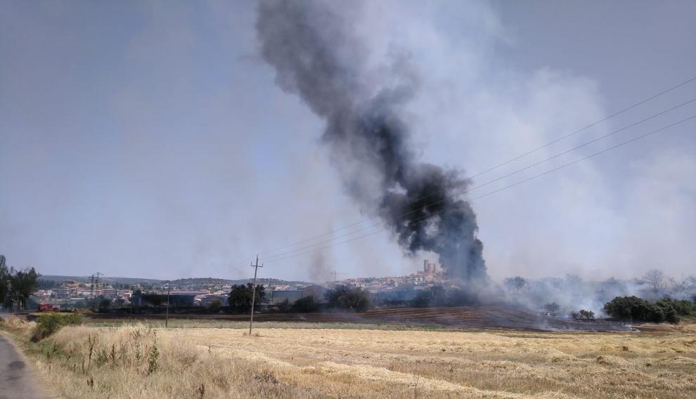 El incendio se ha declarado muy cerca del núcleo de Benabarre.