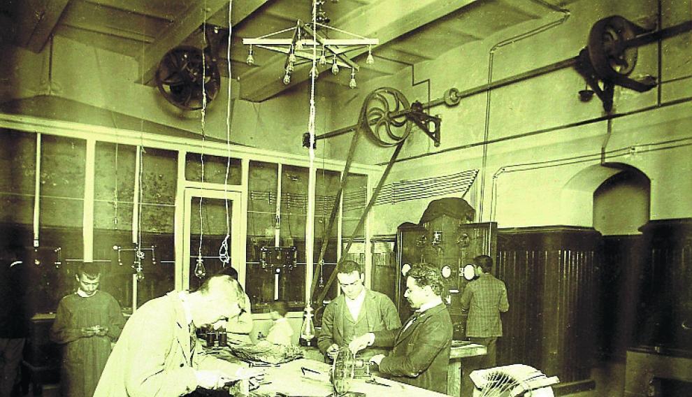 Taller de electricidad. archivo de la escuela de artes y oficios.