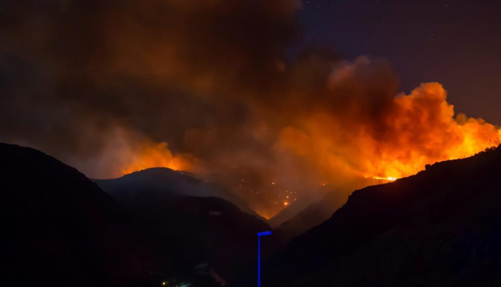 Una imagen del incendio la pasada madrugada del 13 de agosto en la cumbre de Gran Canaria.