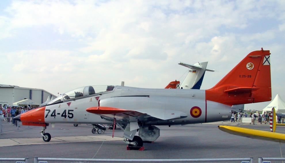 El avión es un C-101, tipo 'caza'