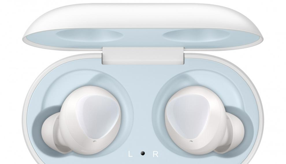 La funda de los Galaxy Buds permite recargar los auriculares hasta 4 veces ofreciendo un total de hasta 28 horas de reproducción