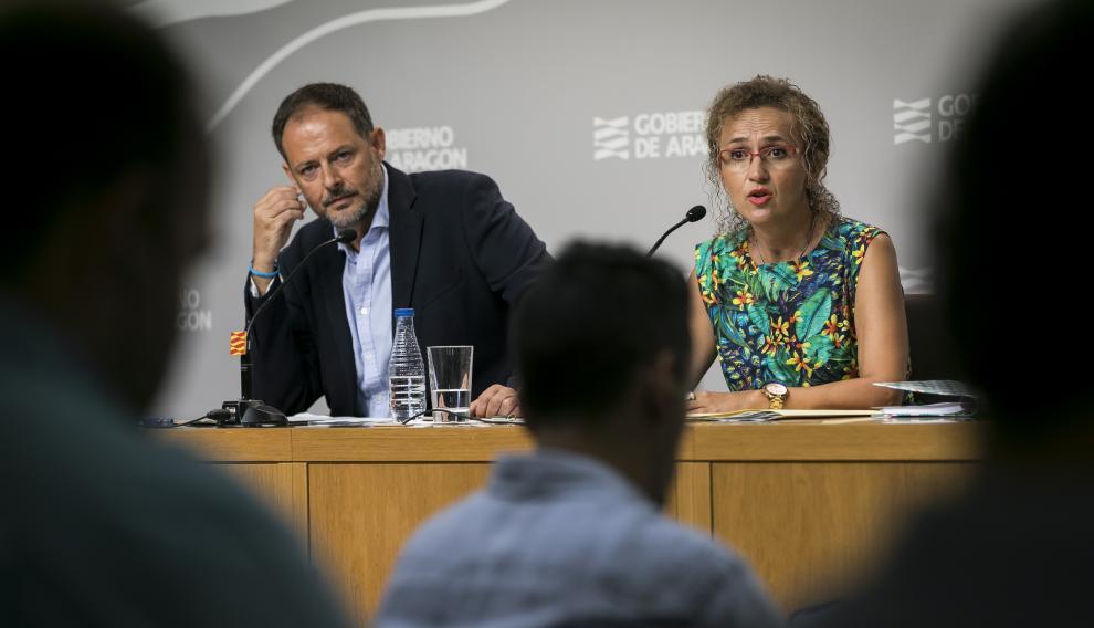 El director general de Innovación y FP, Toni Martínez, y la secretaria general técnica de Educación, Estela Ferrer, en la rueda de prensa celebrada este viernes.