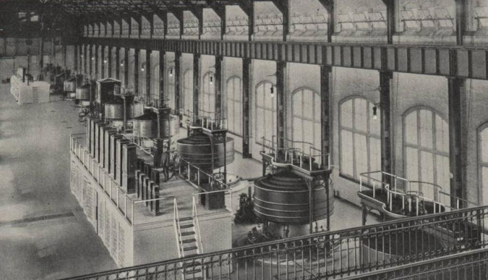 Generadores de la primera central hidroeléctrica de corriente alterna a gran escala del mundo, creada en 1895 en las cataratas del Niágara