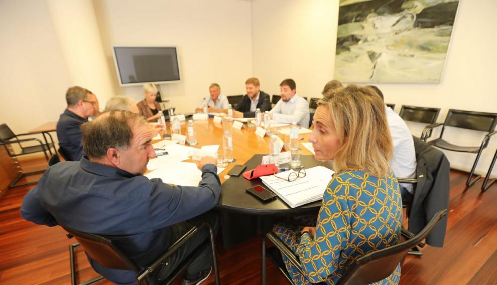 Representantes de Aragón y Cataluña reunidos este jueves en la Diputación.