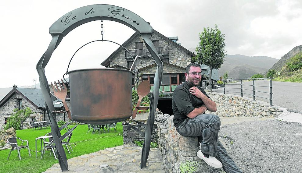 Rubén Cierco, con 33 años, es el vecino más joven de Castanesa, el pueblo que da nombre al valle.