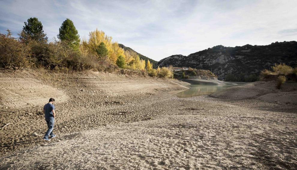 El Pantano de la Peña, seco a la altura de Santa María de Peña