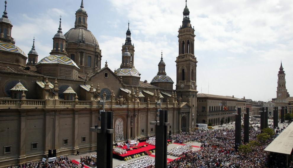 Misa de clausura del jubileo por el centenario de la Coronación de la Virgen del Pilar en la plaza del Pilar de Zaragoza el 22 de mayo 2005