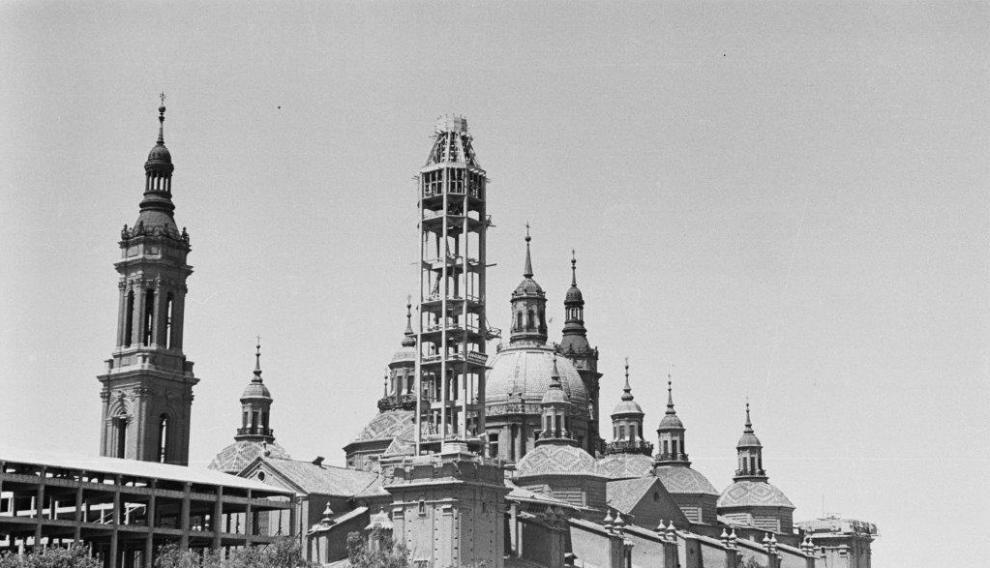 El Pilar con la segunda torre en plena construcción
