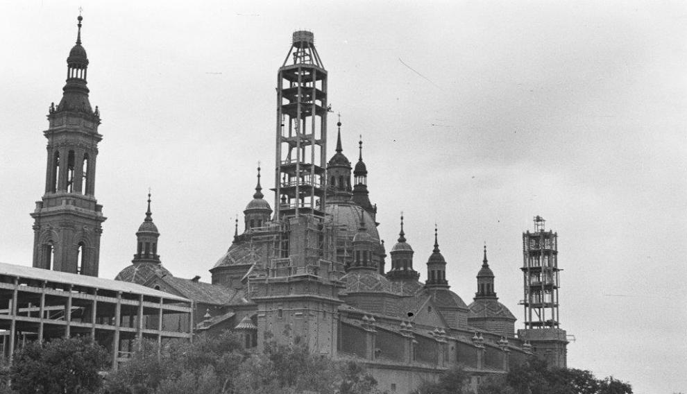 El Pilar con la tercera torre en plena construcción