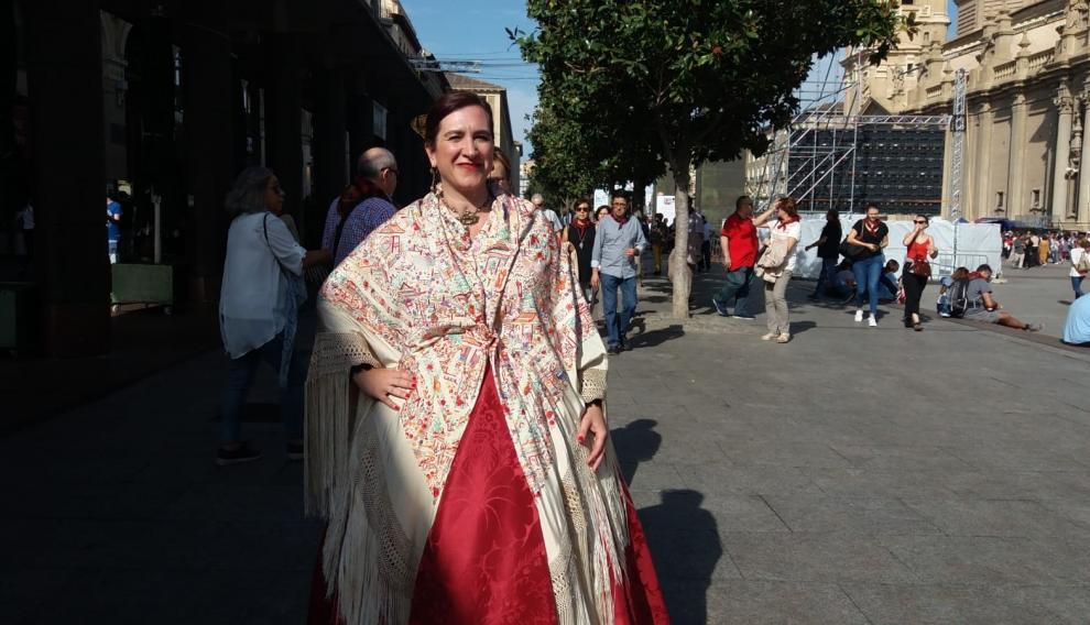 Sara Fernández en la Ofrenda de Flores a la Virgen del Pilar