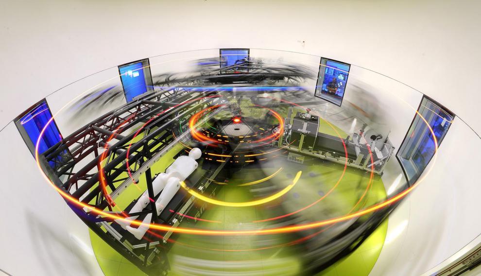 Todos los días los voluntarios visitan la gran 'centrifugadora humana': una sala circular, donde viajan en círculo durante 30 minutos, como si estuvieran en un carrusel.