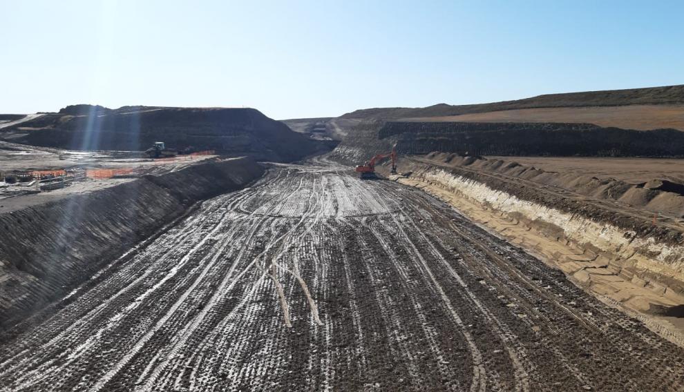 Excavación de la presa situada en el término municipal de Almudévar.