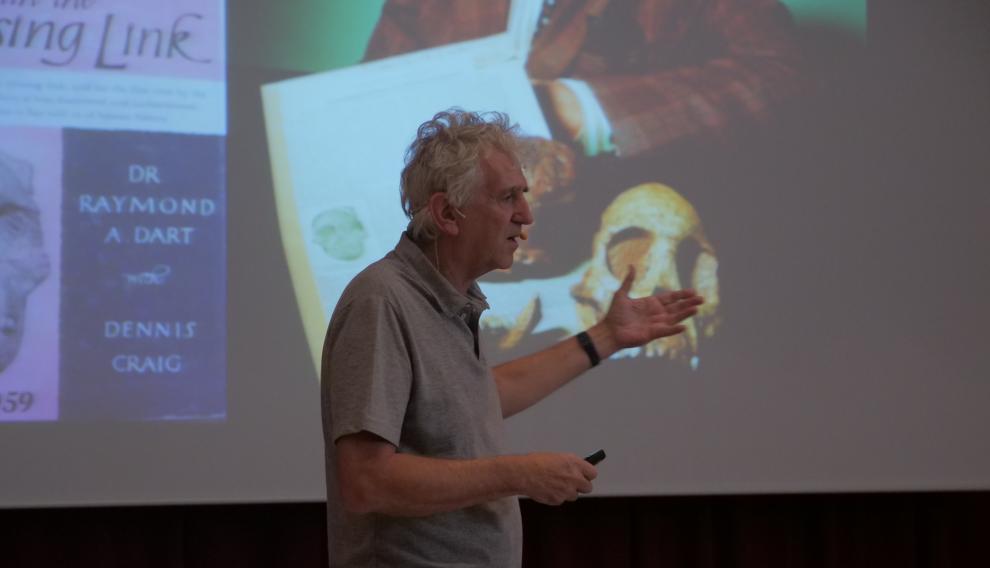 El paleontólogo Juan Luis Arsuaga, durante su charla