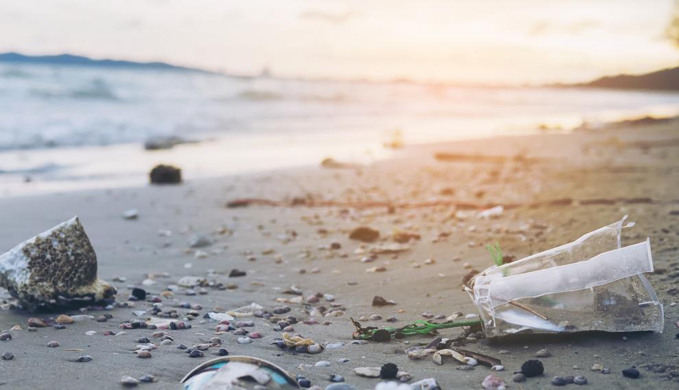 Contaminación de playas, ríos y mares