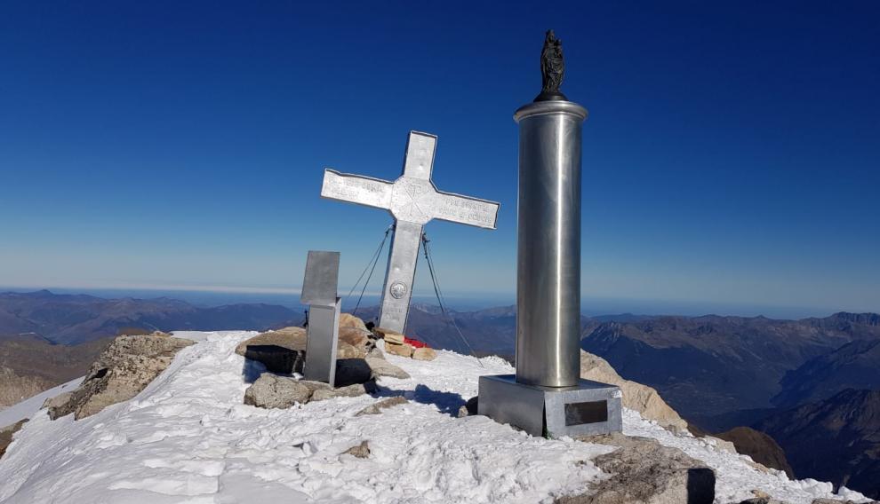 Los tres símbolos de la cima recuperaron su estado original tras la operación de limpieza.